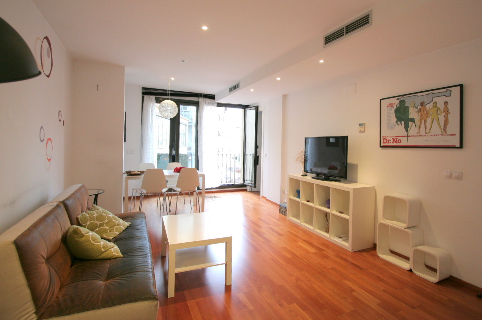 Easyapartmentrental charming 2 bedroom apartment near plaza catalunya Two bedroom apartments