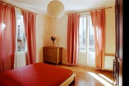 vidre home plaza real rent apartment near las ramblas barcelona
