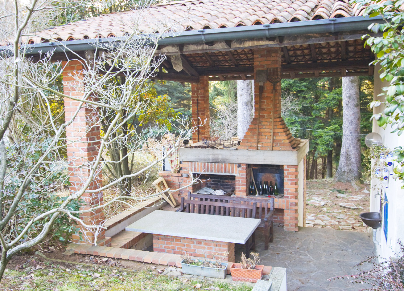 Easyapartmentrental villa near milan with swimming pool for Housse barbecue